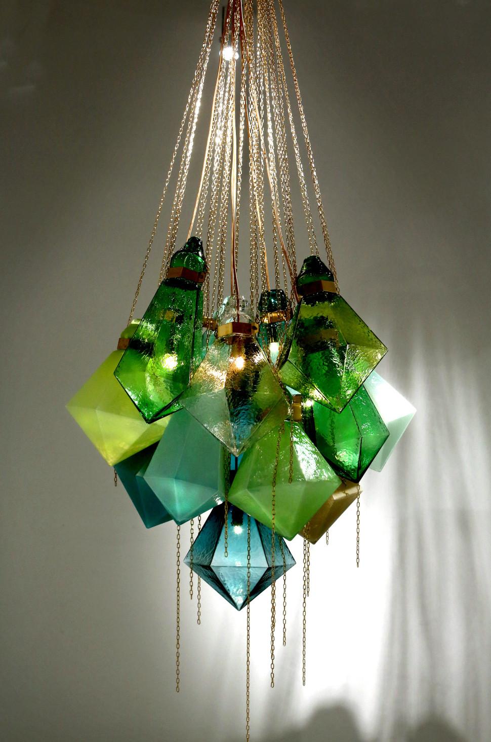 Glaskonstnärer på Glass Faktory i Boda.Frida FjellmanKristallkrona